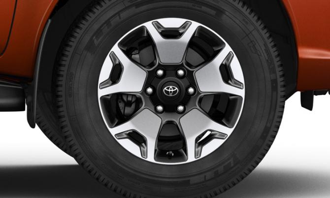 Юбилейный пикап Toyota Hilux Exclusive 2018 8