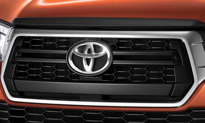 Юбилейный пикап Toyota Hilux Exclusive 2018 11
