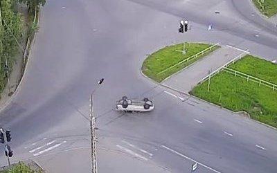 Автомобиль опрокинулся после ДТП в Петрозаводске