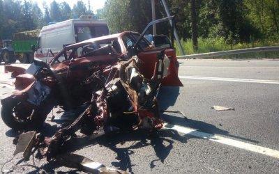 Водитель ВАЗа погиб в ДТП в Ленобласти