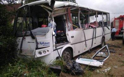 Три человека погибли в ДТП с микроавтобусом в Ленобласти