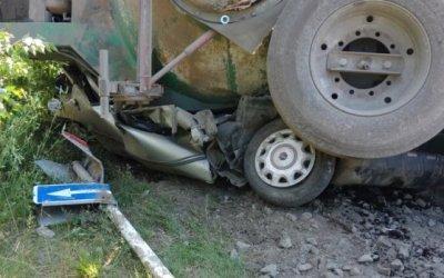 Автоцистерна раздавила легковушку на Серовском тракте