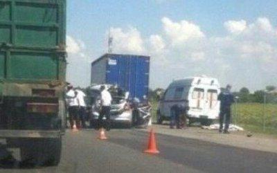 Две женщины погибли в ДТП с грузовиком в Краснодарском крае