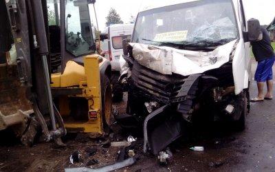Три человека пострадали в ДТП с трактором в Ивановской области