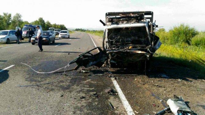 Пять человек погибли в ДТП с грузовиком в Бурятии (2)