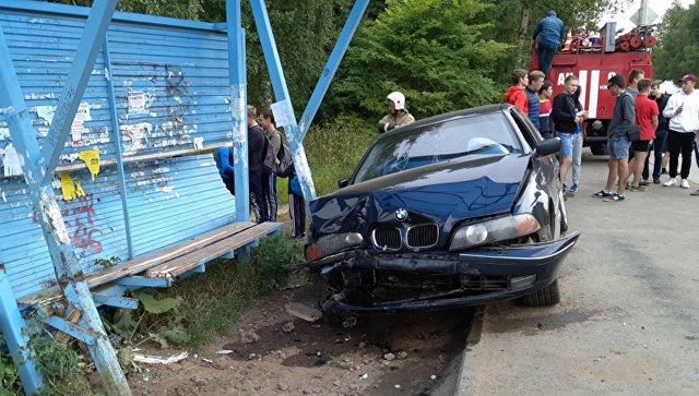 В Ижевске машина сбила подросток на остановке