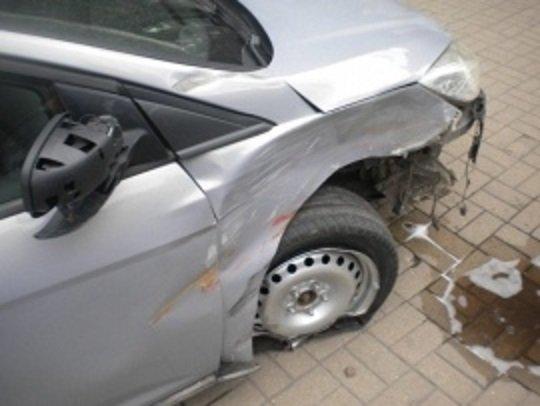 В центре Курска машина после ДТП сбила пешехода