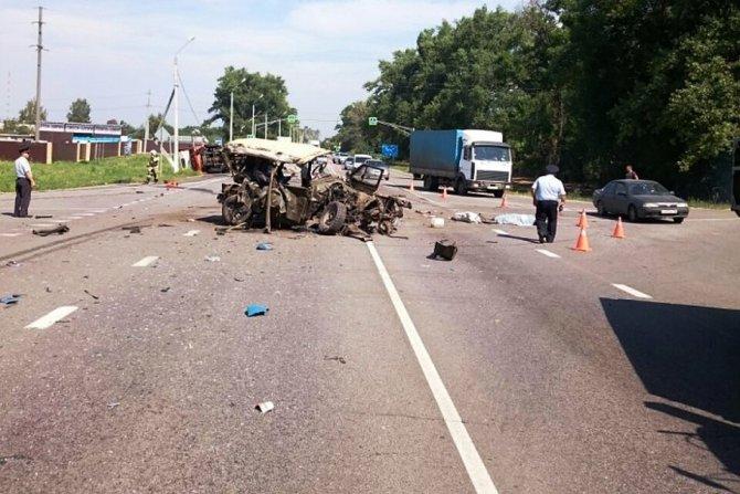 Два человека погибли в ДТП с грузовиком под Курском