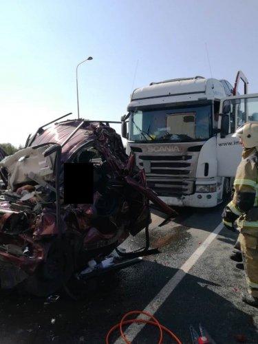 Четыре человека погибли вмассовом ДТП в Татарстане (1)