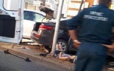 В Краснодаре после ДТП иномарка сбила женщину на тротуаре