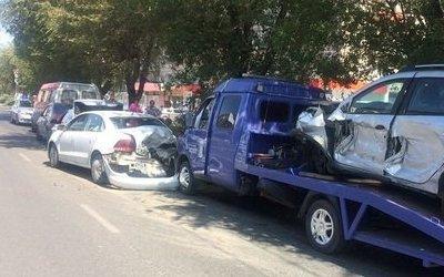 В массовом ДТП на севере Волгограда пострадали четыре человека