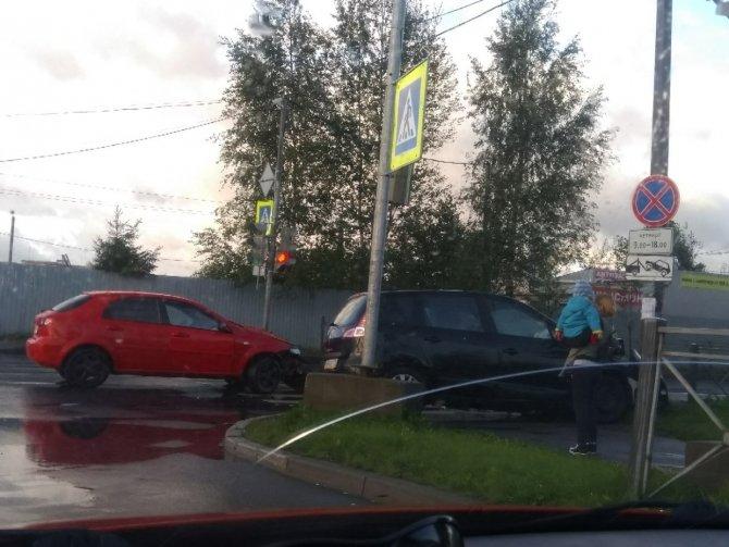 Женщина и ребенок пострадали в ДТП в Колпино (1)