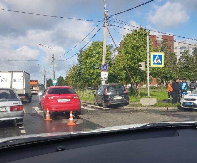 Женщина и ребенок пострадали в ДТП в Колпино (3)
