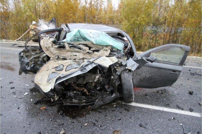 В Пуровском районе в ДТП погиб водитель иномарки (2)