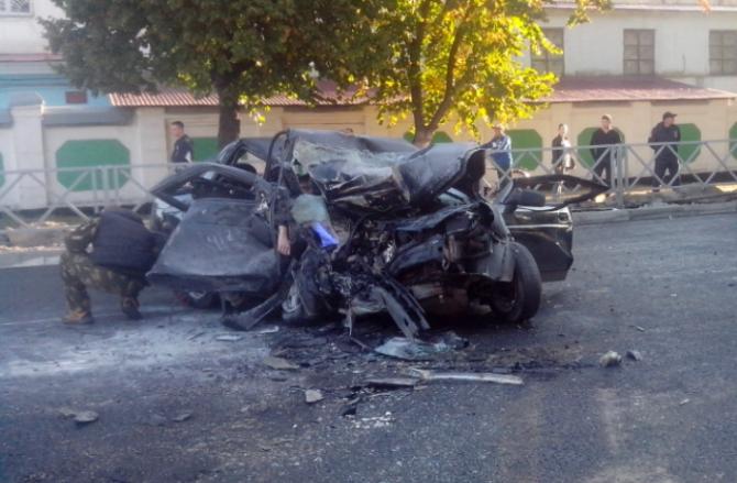 В Тамбове Lada Priora столкнулась с катком 1
