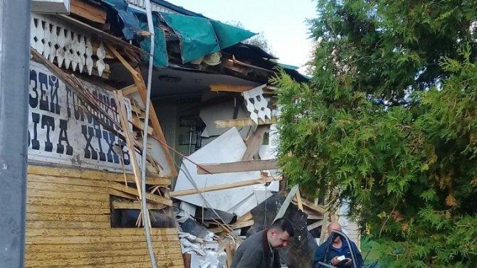 """В Угличе """"Мерседес"""" врезался в здание старого деревянного музея 1"""