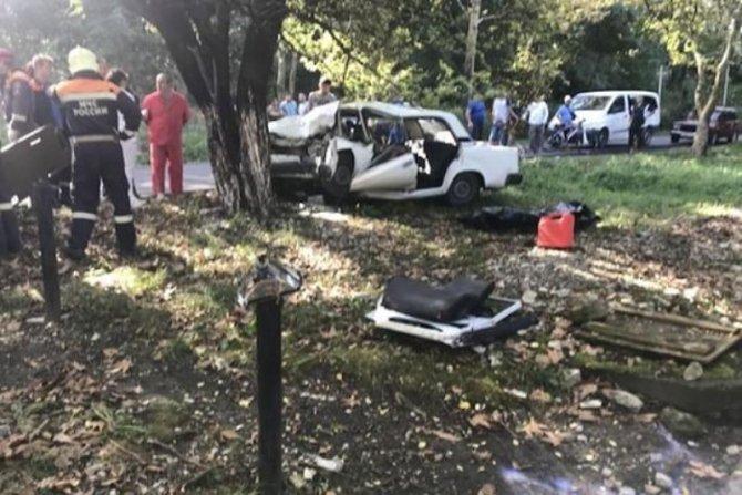Молодой водитель ВАЗа погиб в ДТП в Туапсинском районе, врезавшись в дерево