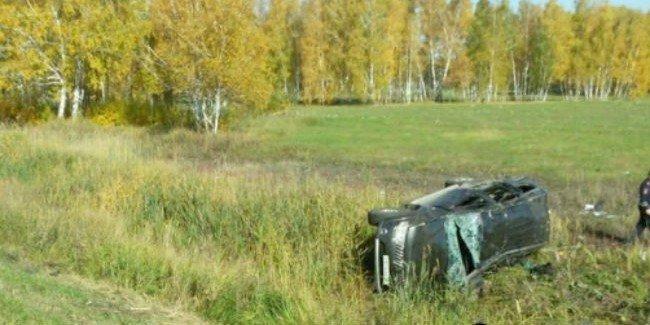 Под Омском в ДТП с опрокинувшейся иномаркой погиб человек
