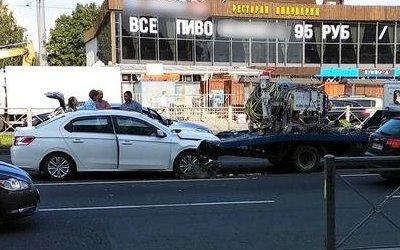 Две женщины и ребенок пострадали в ДТП на проспекте Славы в Петербурге