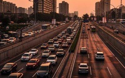 Сколько в России всего легковых автомобилей и в каких регионах их больше