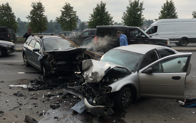 В ДТП на Малоохтинском в Петербурге пострадали два человека
