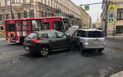 В Петербурге в ДТП с маршруткой пострадал человек