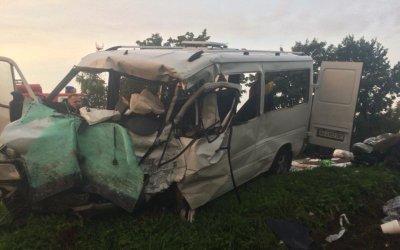 Четыре человека погибли в ДТП с грузовиком в Ленобласти