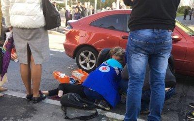 В Петербурге автомобиль сбил девочку