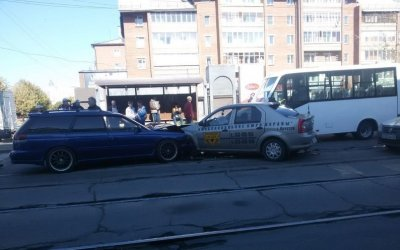 Три человека пострадали в массовом ДТП в Иркутске