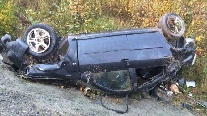 Под Брянском в перевернувшейся иномарке погиб молодой водитель