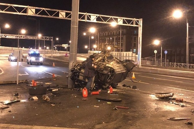 Водитель BMW погиб в ДТП в Петербурге