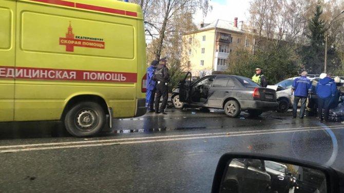 Три человека пострадали в ДТП на Космонавтов в Екатеринбурге
