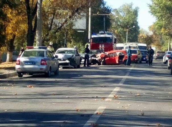 В Ростове два человека пострадали в массовом ДТП (2)