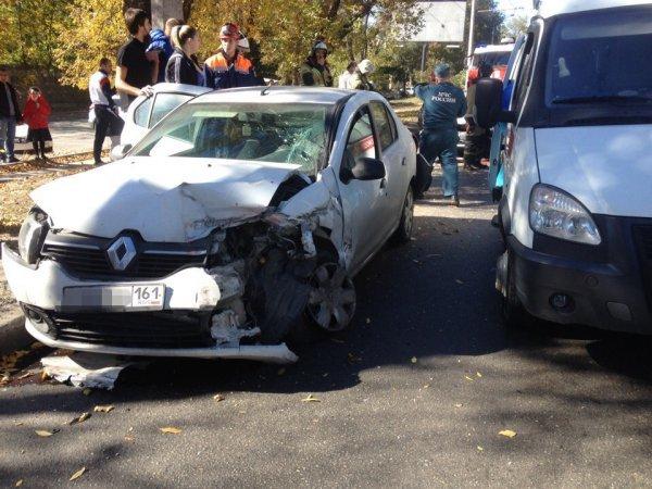 В Ростове два человека пострадали в массовом ДТП (1)