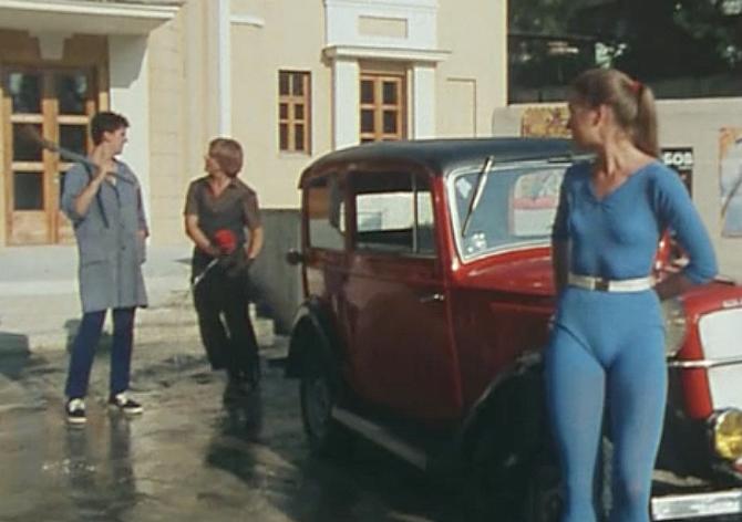 Кадр из фильма Под куполом цирка