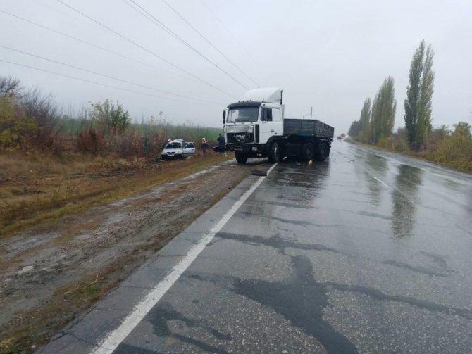 Две женины погибли в ДТП с грузовиком в Марксовском районе