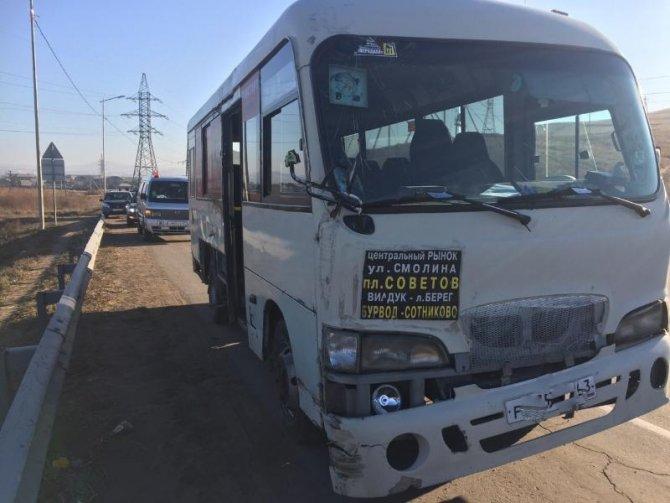 В Бурятии пассажирка автобуса погибла, выпав на дорогу (4)