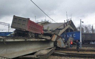 Видео момента обрушения автомобильного моста в Амурской области появилось в Сети