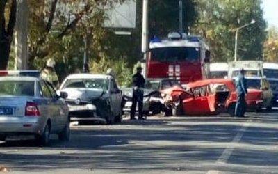 В Ростове два человека пострадали в массовом ДТП