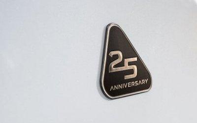 25 лет назад появился первый кроссовер: Toyota выпустила юбилейную версию RAV4