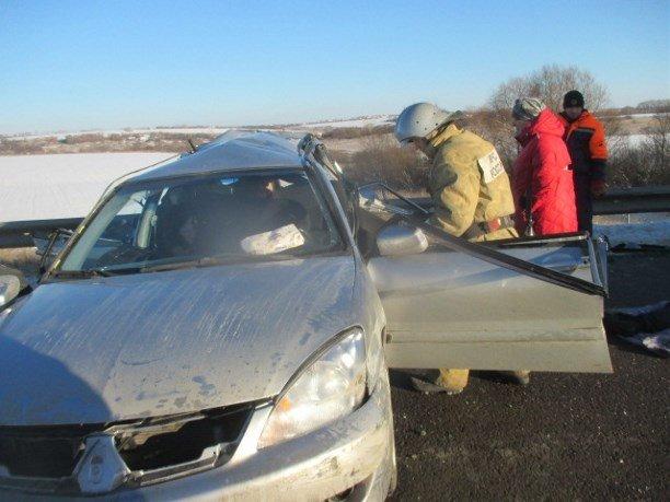 Фура врезалась в иномарку с семьей в Тульской области (1)