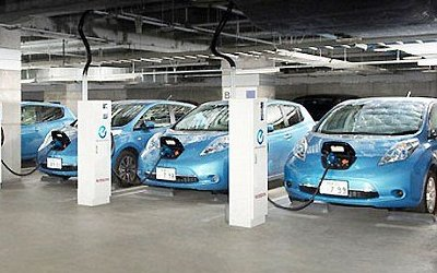 В Германии начали забирать электричество из электромобилей обратно