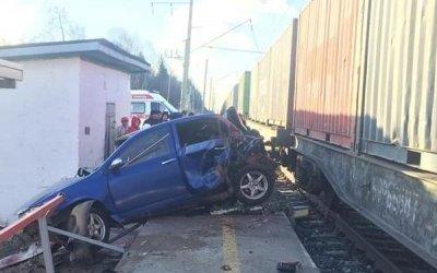 В Башкирии поезд протаранил машины – водитель погиб