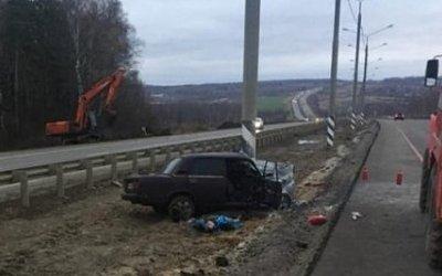В Тульской области ВАЗ врезался в столб – два человека погибли