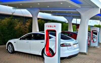 Tesla собирается увеличить число зарядных станций
