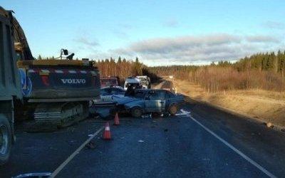 В ДТП с экскаватором в Карелии погибла женщина