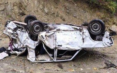 В опрокинувшейся машине в Сочи погибли два человека