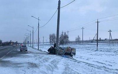 Под Краснодаром автомобиль врезался в столб – погиб 22-летний водитель