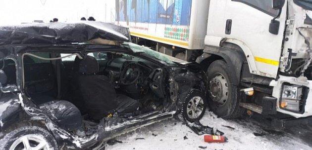 Два человека погибли в ДТП с такси в Новосибирске