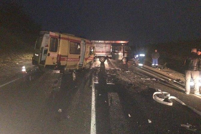 Шесть человек, включая детей, погибли в ДТП со «скорой» на Кубани